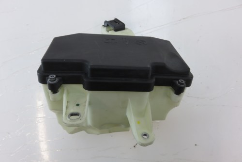 small resolution of mercedes w222 s550 fuse box housing w cover 2225400024 2225400082