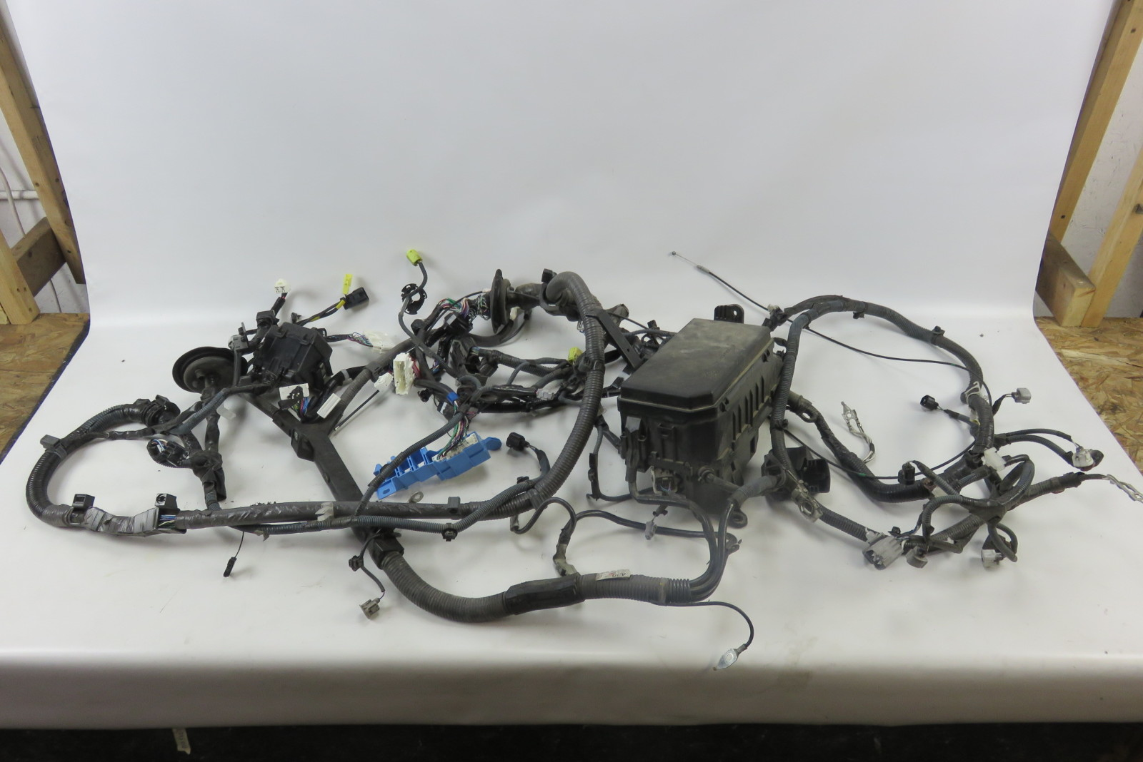 hight resolution of 12 lexus gx460 wiring harness w fuse box engine room 82111 60p01 8211160p01
