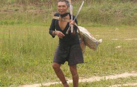 Un uomo Murunahua contattato dai disboscatori nel 1995. La metà del suo popolo è morta a seguito del primo contatto.