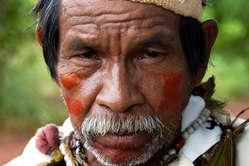 Ein Mann der Guarani. Shell verwendet Zuckerrohr das auf dem Land des indigenen Volkes angebaut wird
