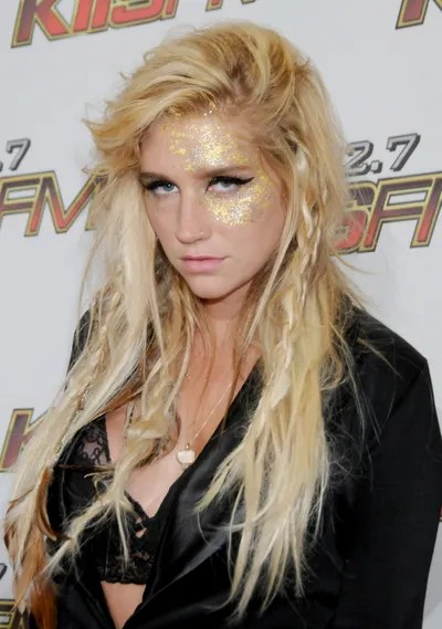 Rocker Girl Wallpaper Hd The Beauty Evolution Of Kesha From Glitter Goddess To