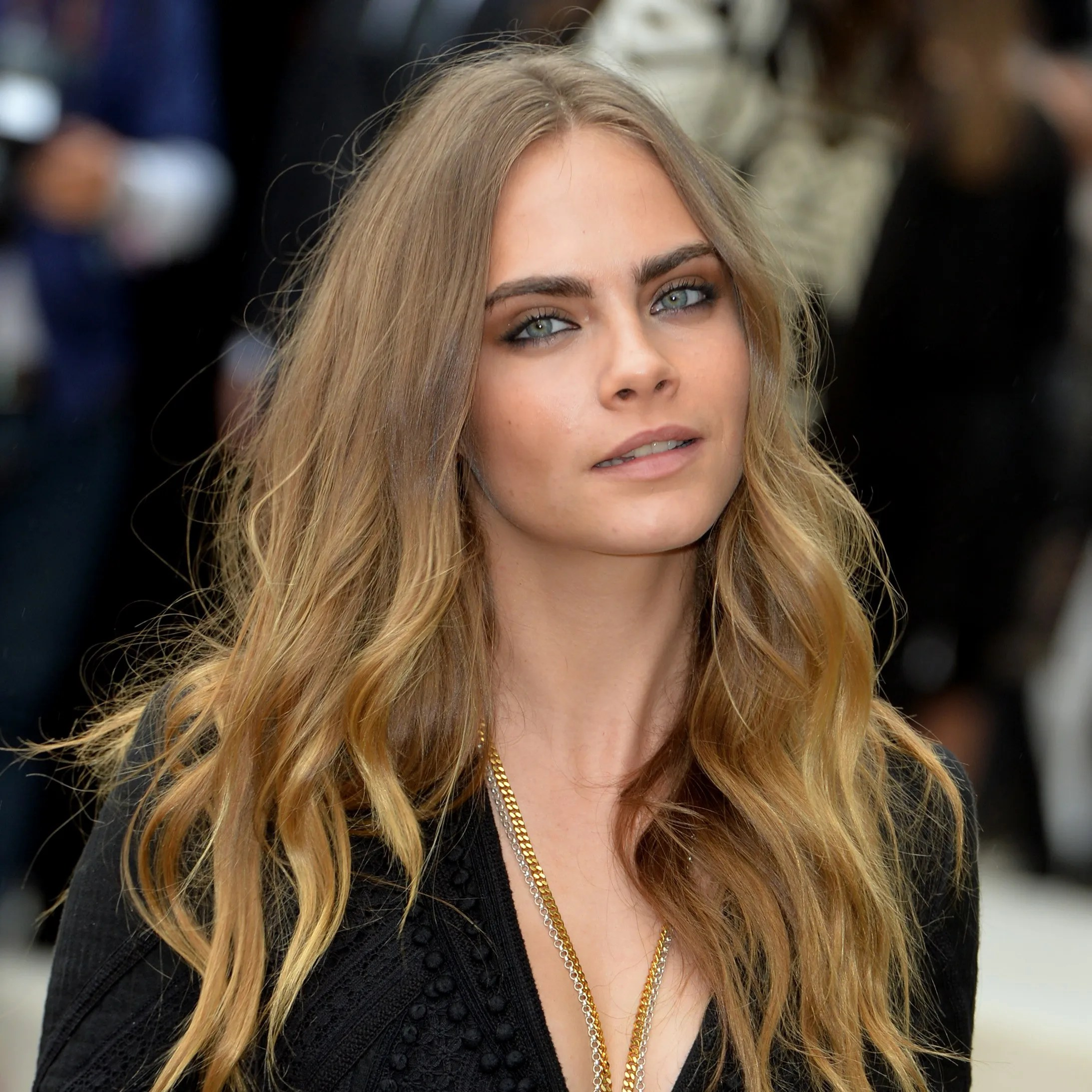 Here's Your FIRST LOOK At Cara Delevingne's Awesome New Short