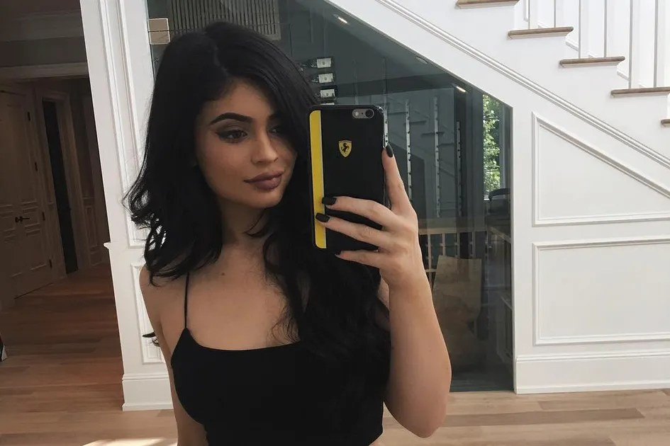 Kylie Jenners Mirror Guarantees Perfect Selfies Teen Vogue