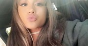 ariana grande wears dyed hair extensions