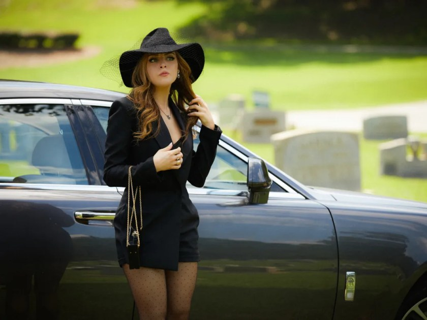 """Elizabeth Gillies Talks Rebooting """"Dynasty"""" for 2017 and ..."""