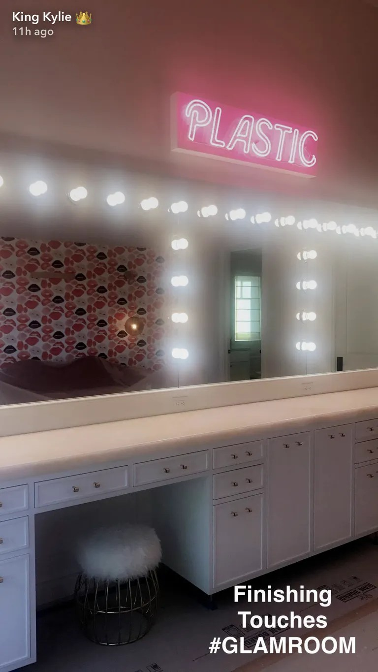 Kylie Jenner Glam Room How to Get the Look  Teen Vogue