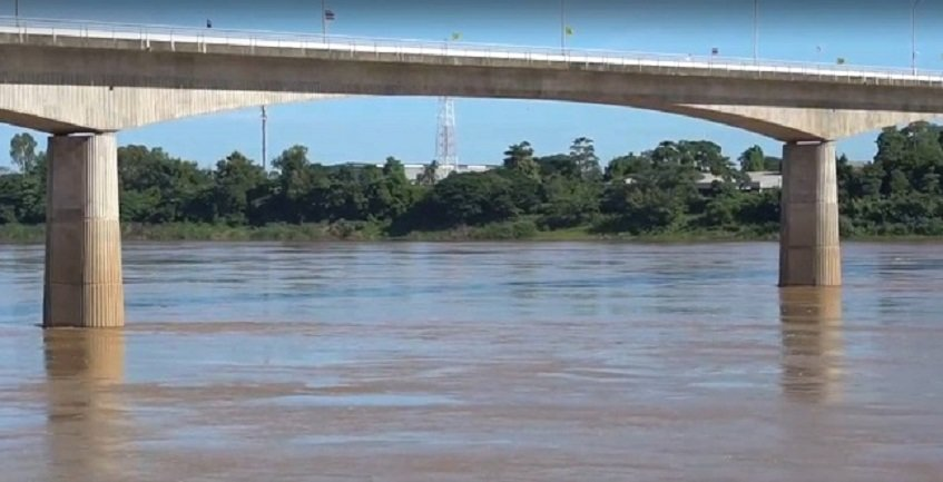 Mekong Rises Two Metres In A Day, Workers Scramble To Get Out Of The Way