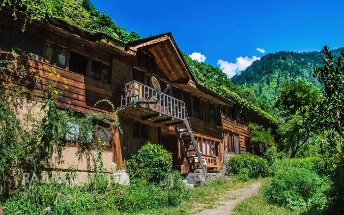 Raju's orchard hut in Tirthan valley