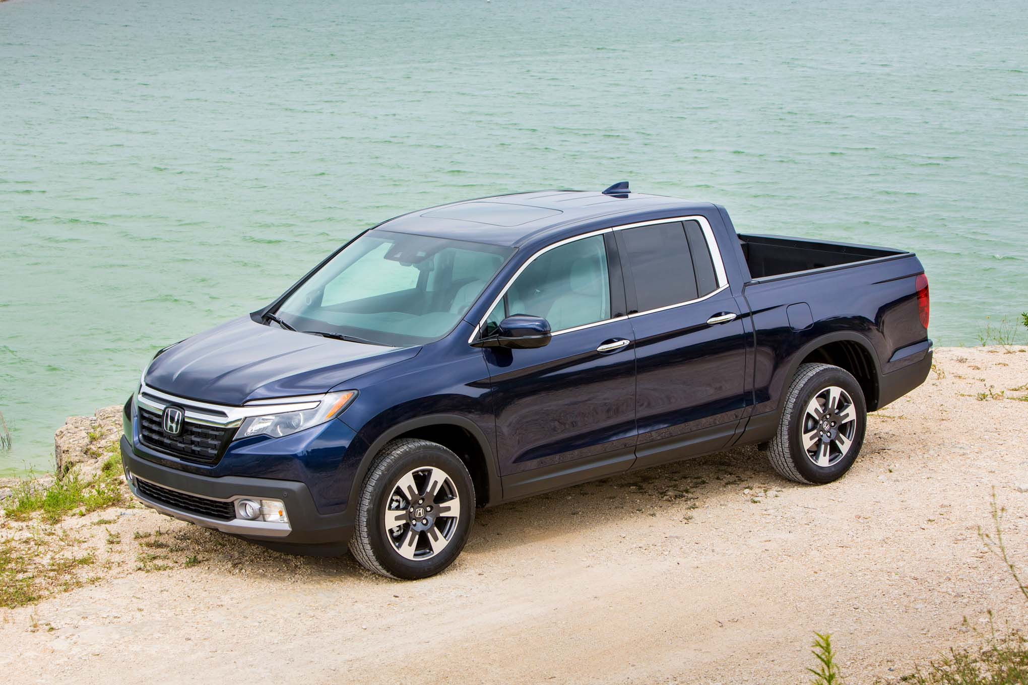 video honda drops toolbox into bed of ridgeline to prove a subtle point also 2017 honda ridgeline blue on single motor circuit diagram [ 2040 x 1360 Pixel ]
