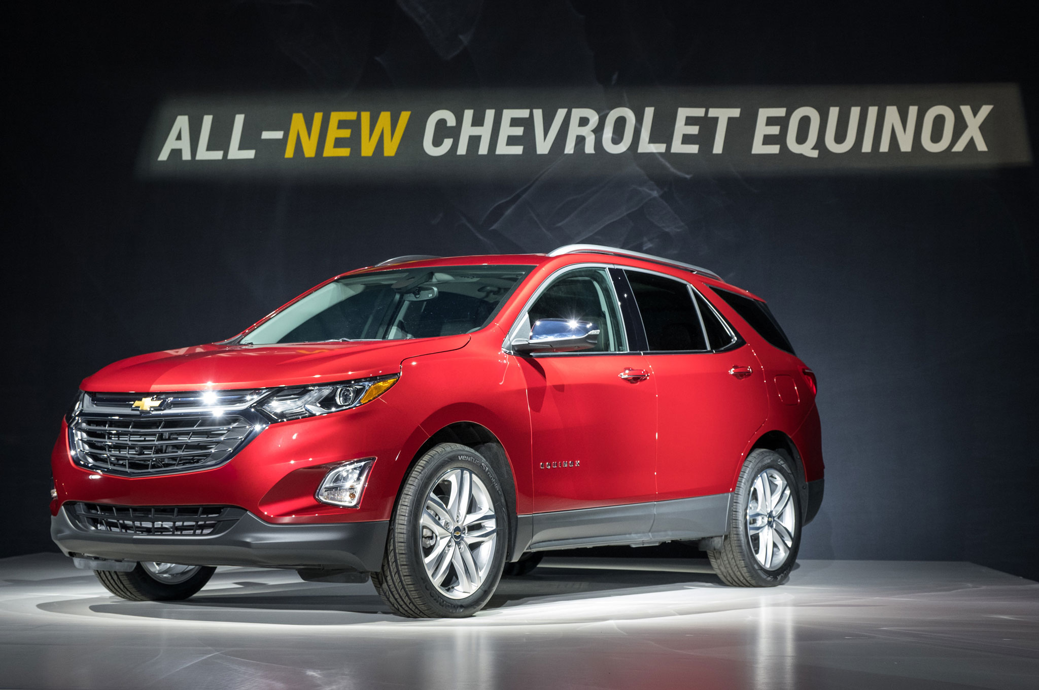 2018 chevrolet equinox reveal front three quarter 03 [ 2048 x 1360 Pixel ]