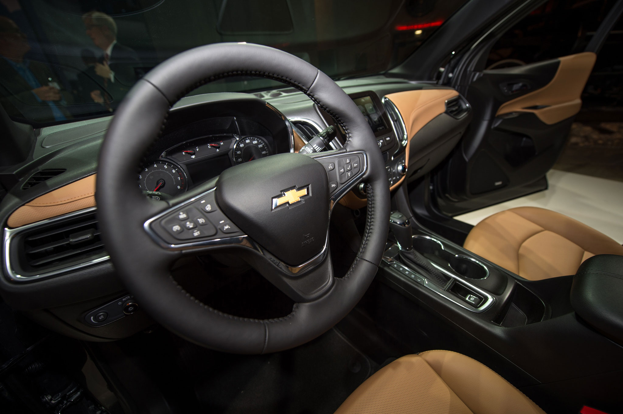 2018 chevrolet equinox reveal steering wheel [ 2048 x 1361 Pixel ]