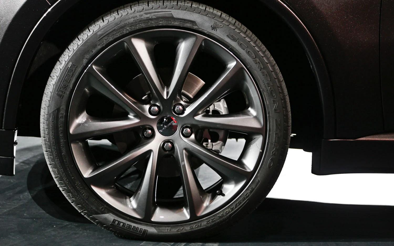 medium resolution of 2014 dodge durango wheel 2