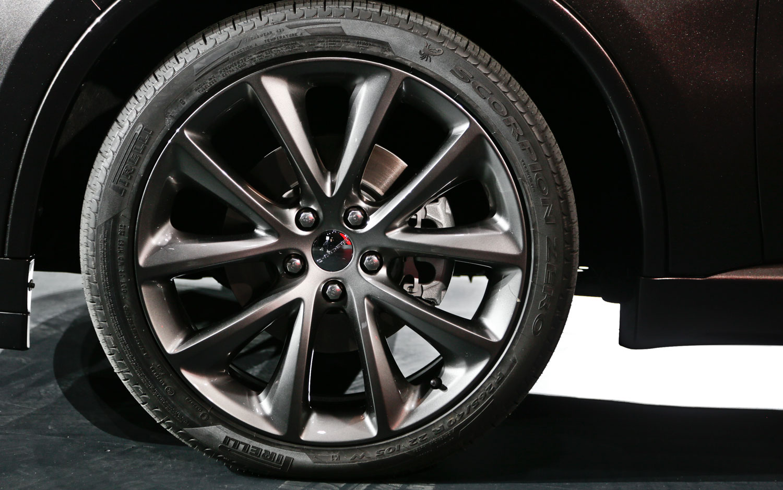hight resolution of 2014 dodge durango wheel 2