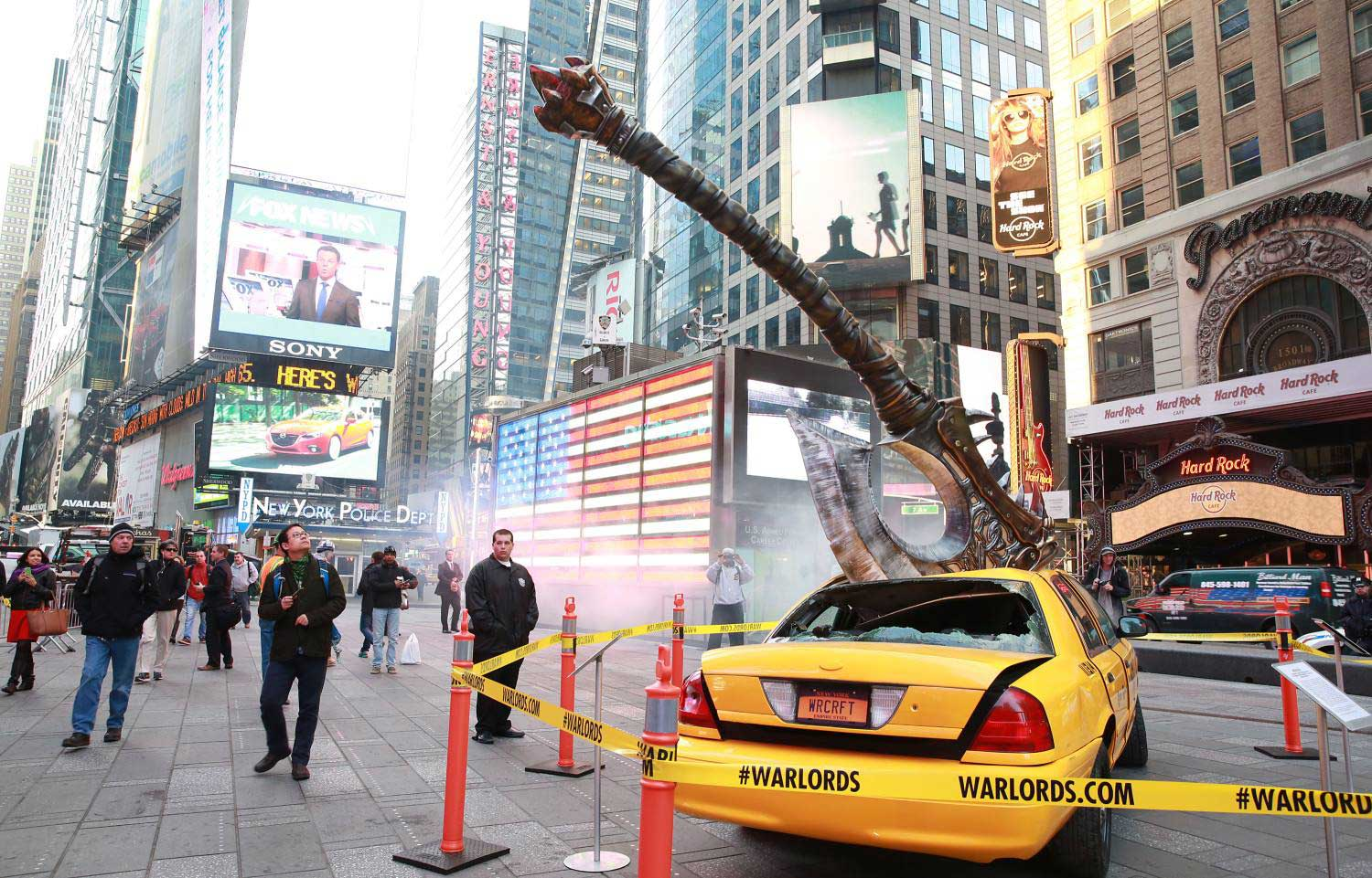 Warlords Of Draenor Launch Inspires Cool Times Square