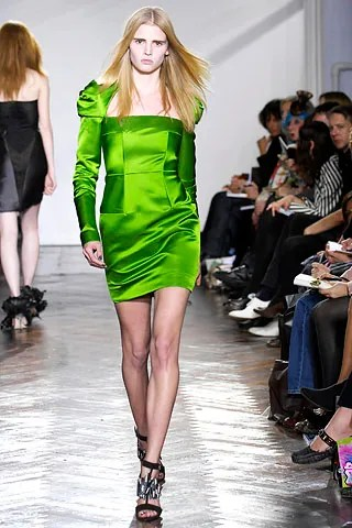 Green Troubadour dress modelled on the runway by Lara Stone - Giles Deacon FW 2007
