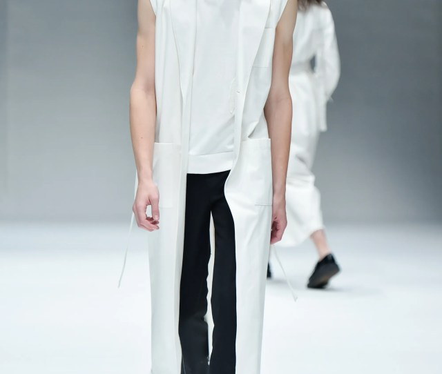 Dressedundressed News Collections Fashion Shows Fashion Week Reviews And More Vogue