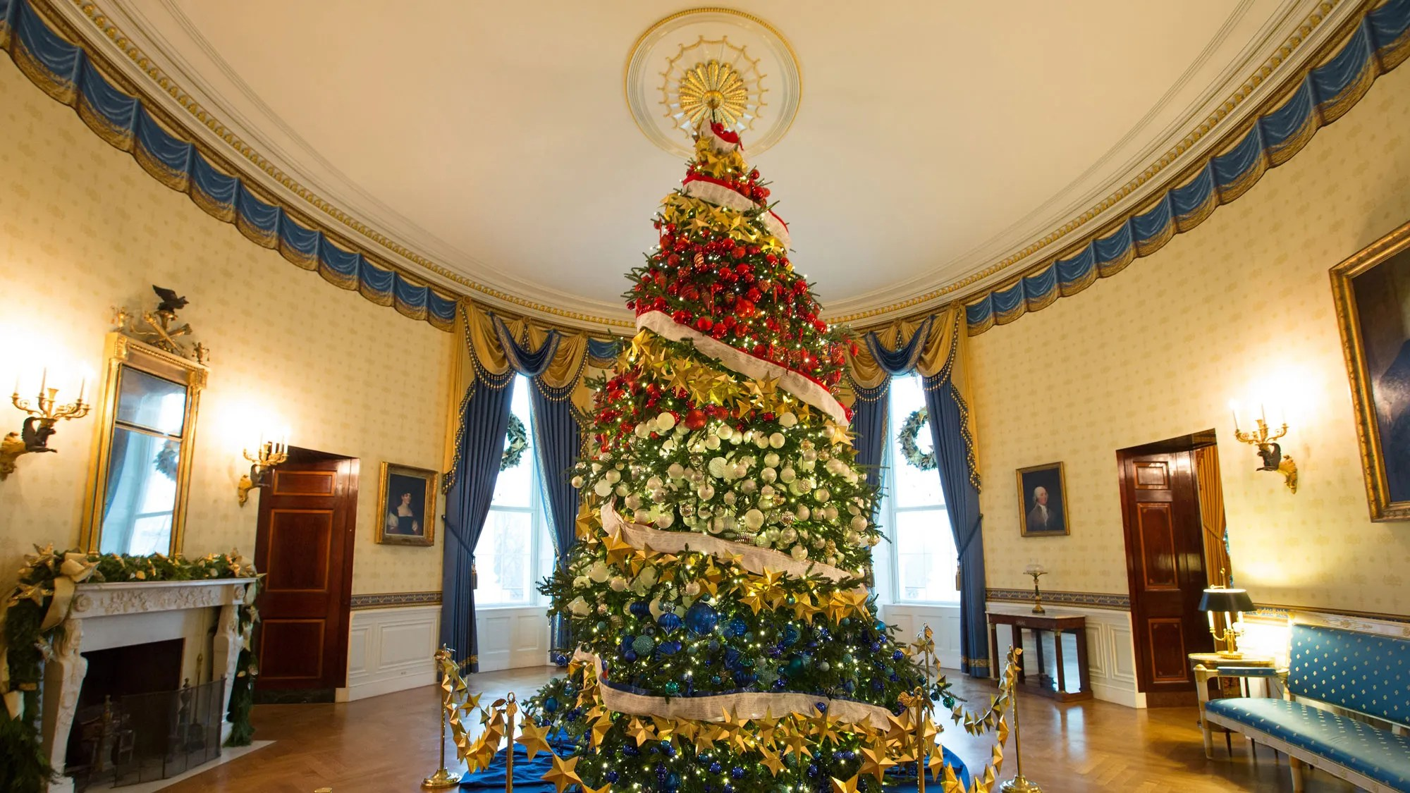 Inside the 2015 White House Christmas Decorations Created by FLOTUSs Favorite Planner Bryan