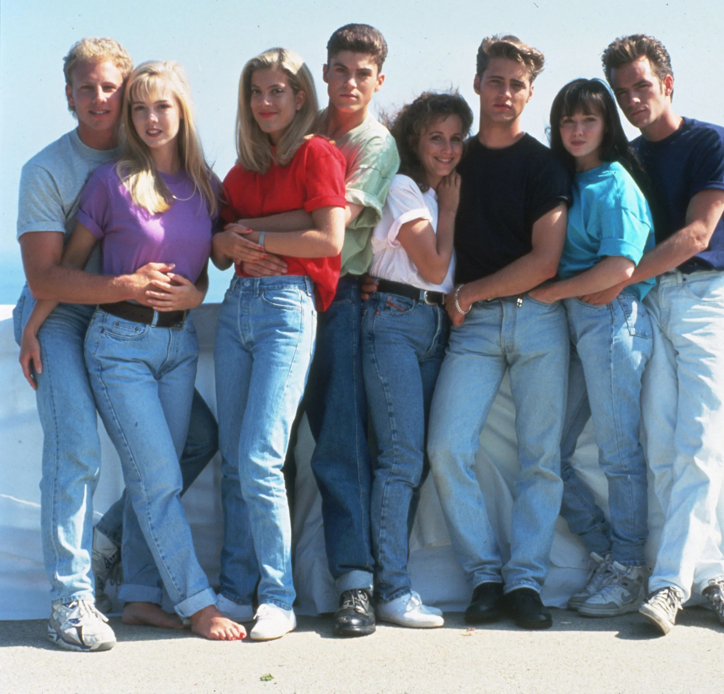 Klamotten 90er Jahre The Best New Jeans Inspired By 90s And Noughties Tv Shows