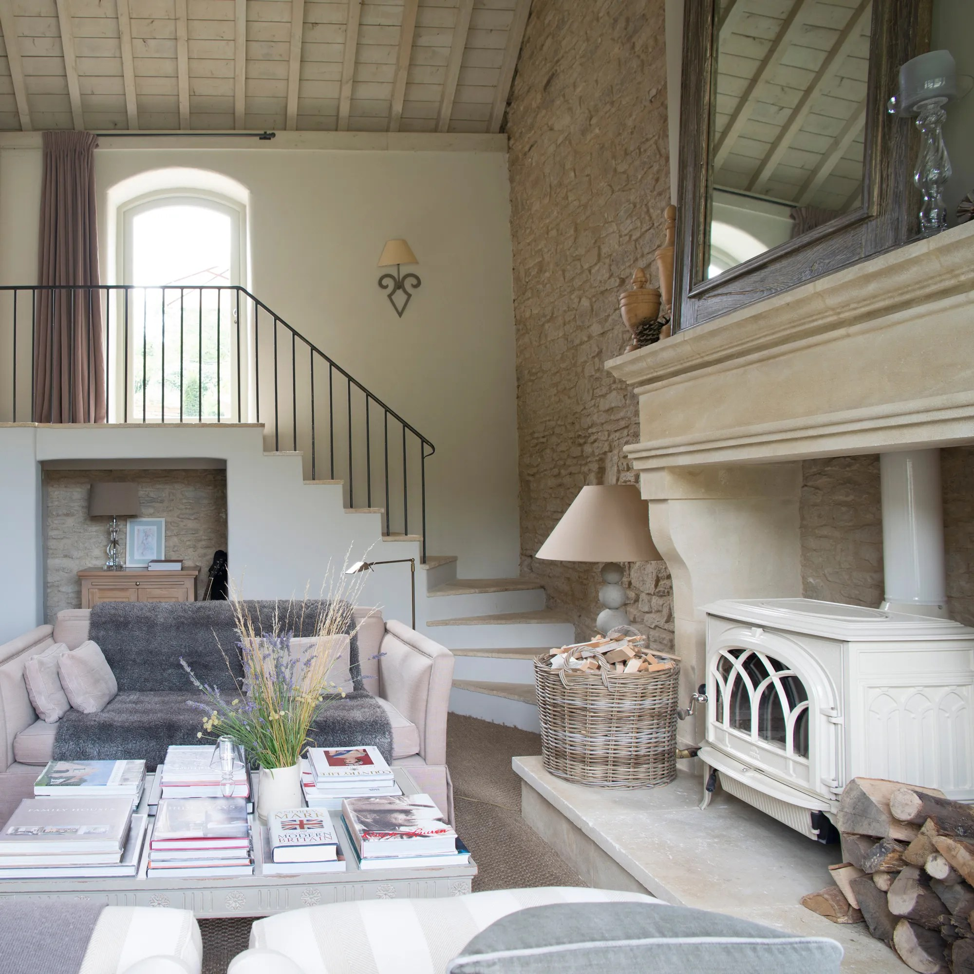 country decorated living rooms pictures armless room chairs cozy cottage style england s top designers on how to get the look vogue