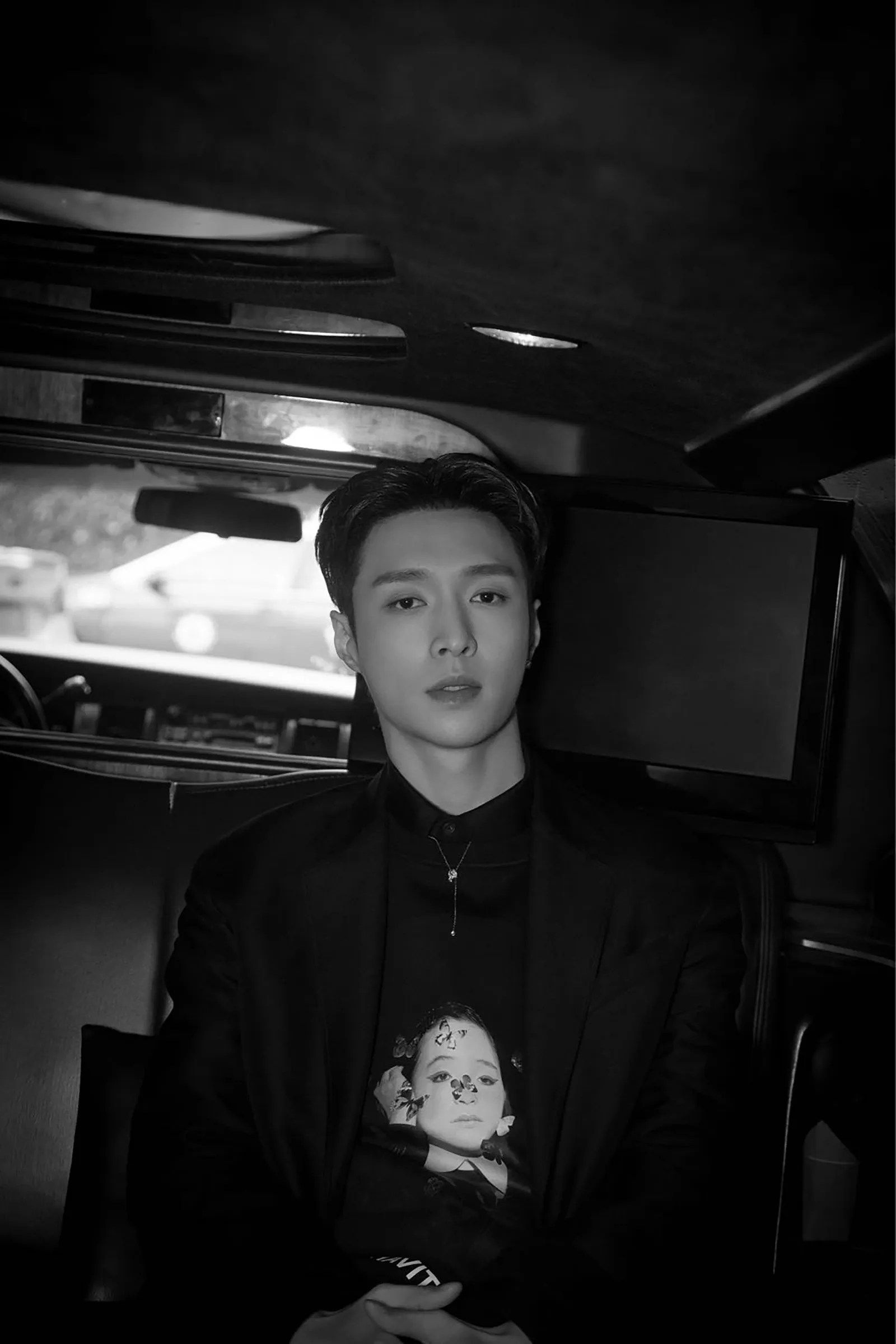 Chinese Pop Star Lay Zhang Goes Inside the 2019 Grammys   Vogue