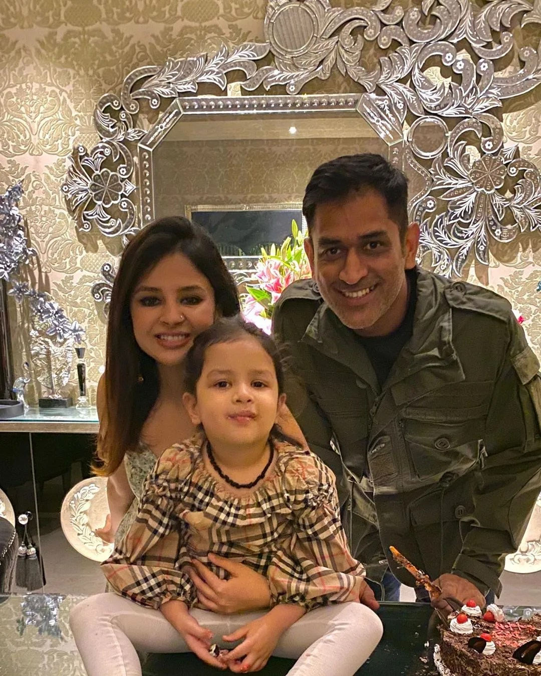 Dhoni House : dhoni, house, Pictures, Videos, Inside, Cricketer, Dhoni's, Ranchi, Farmhouse, Vogue, India