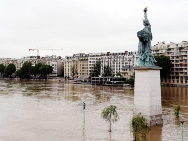 Plan Save Louvre Art Floods Pumps Dams