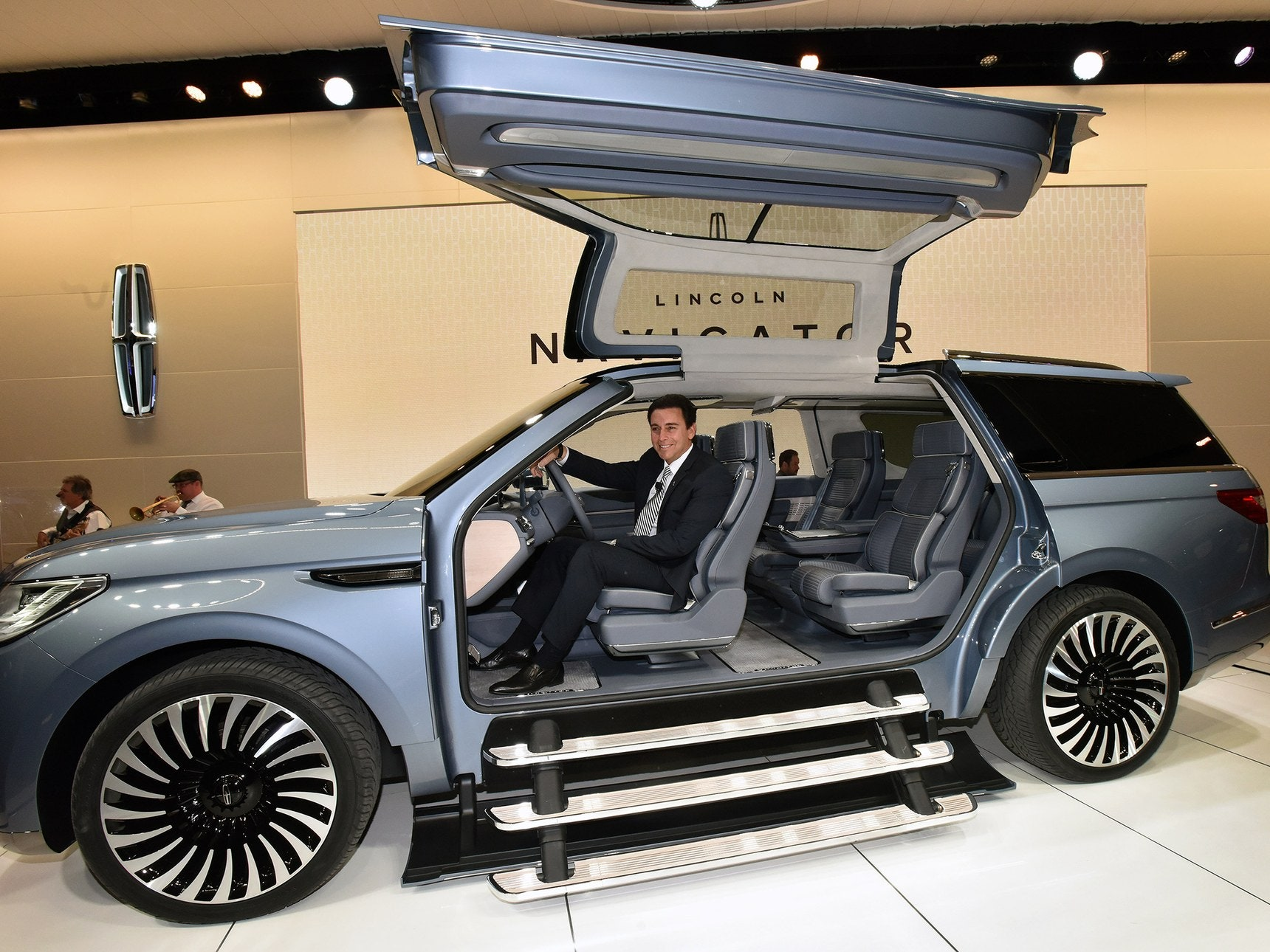 Lincoln s Yacht Sized Concept SUV Has a Closet and Staircase