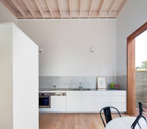 Brisbane Street House by Alexander & Co. Photo by Murray Fredericks | Yellowtrace.