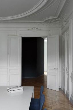 Neru su bianoco Apartment in Italy by maat architettura | Yellowtrace.