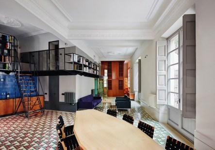 Carrer Avinyo Barcelona Apartment by David Kohn Architects | Yellowtrace