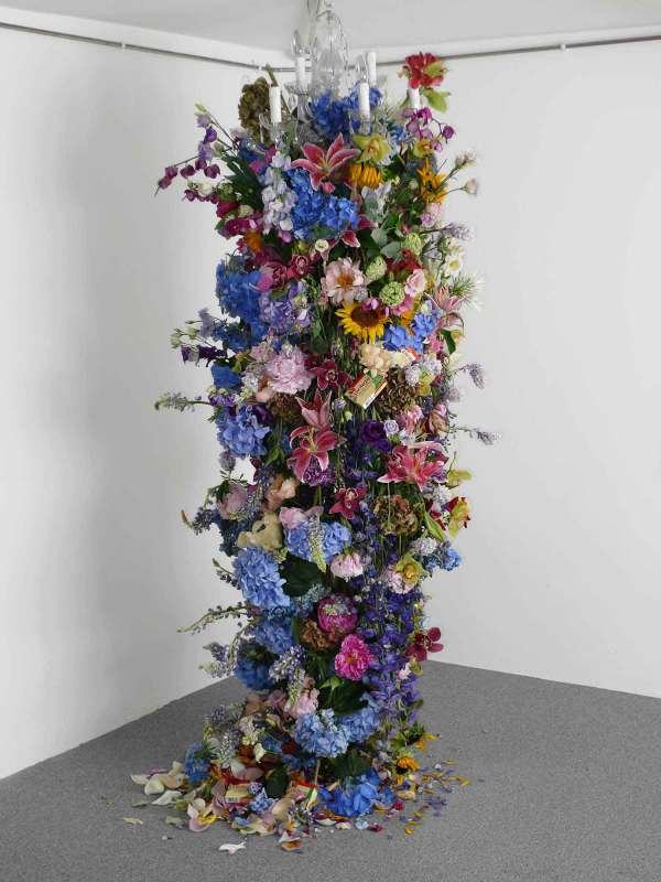 Rebecca Louise Law' Spectacular Floral Installations Yellowtrace
