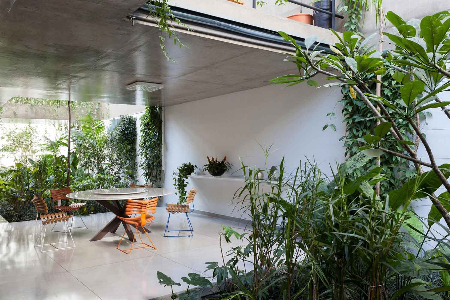 Jardins House by CR2 Arquitetura in São Paulo | Yellowtrace