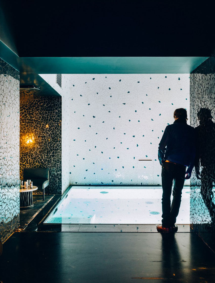 Legendary nightclub les bains paris becomes a luxury hotel for Hotel axe les bains