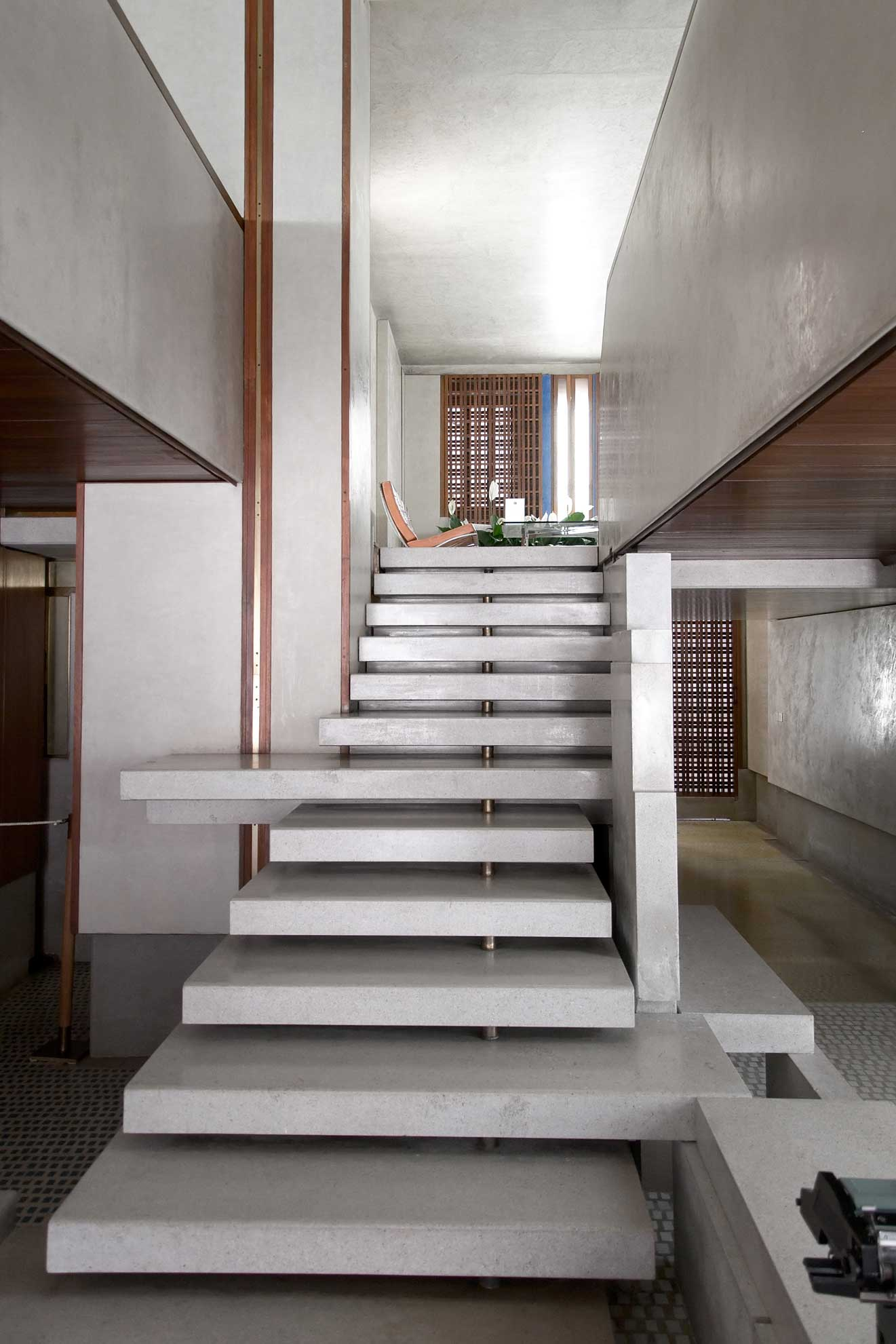 Olivetti showroom in venice by carlo scarpa yellowtrace - Loft house plans inside staircase ...