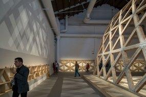 Gabinete de Arquitectura Breaking the Siege. Photo by Laurian Ghinitoiu   Yellowtrace