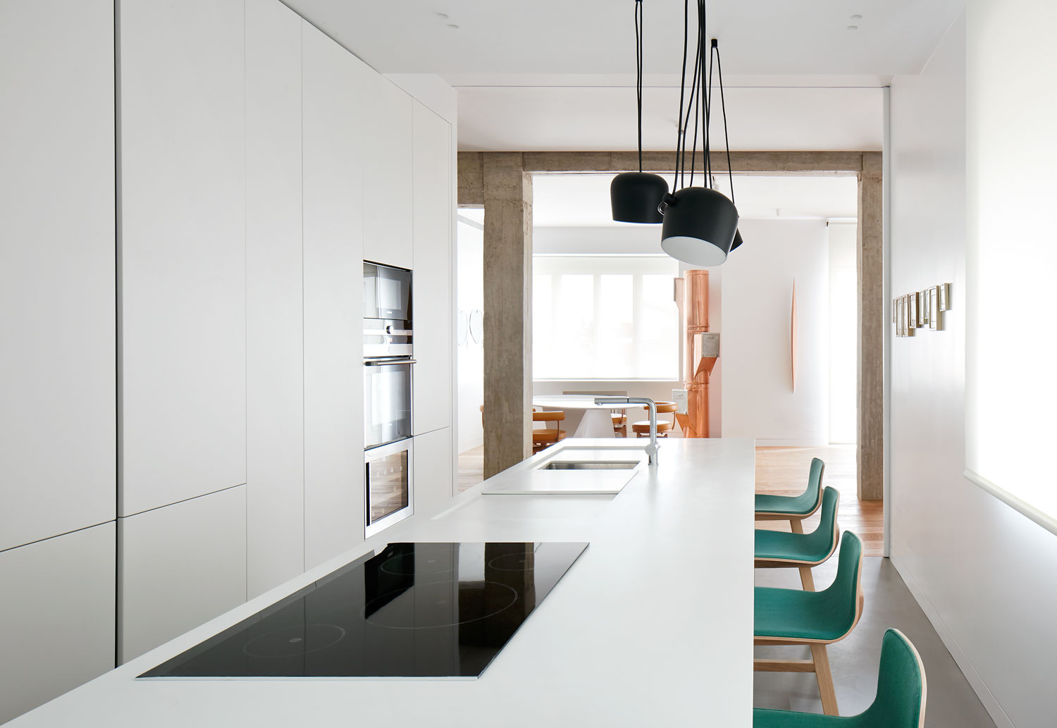 Modernist apartment renovation in madrid by lucas y for Interieur moderne
