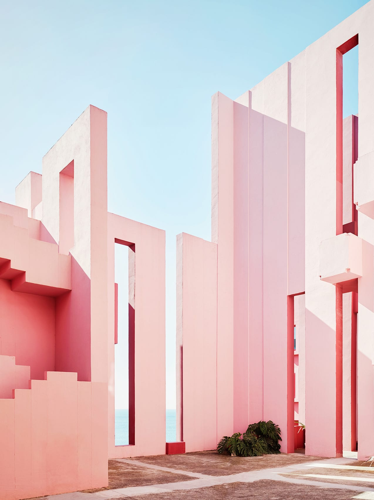 Ricardo Bofill S La Muralla Roja Housing Project In Spain