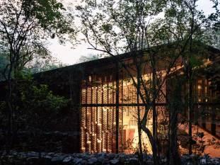 Holiday House in Monterrey, Mexico by Tatiana Bilbao | Yellowtrace