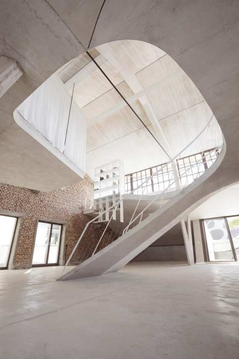 Loft Panzerhalle in Salzburg, Austria by Smartvoll Architects | Yellowtrace