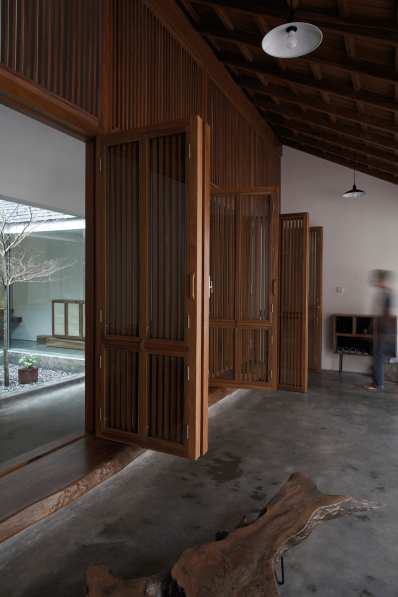 Hopper House in Quảng An, Vietnam by AHL architects | Yellowtrace