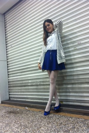 Blue Shoes White Nons Stop Coats White Tights White