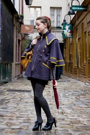 In Paris, passage moliere - Schoolgirl