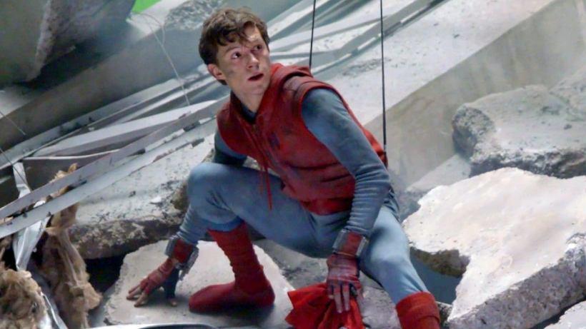 Resultado de imagem para spider-man tom holland first suit