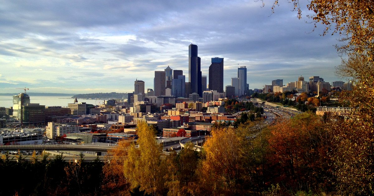 Seattle Washington In Fall City Night Wallpaper Things To Do In Seattle This Fall Thrillist