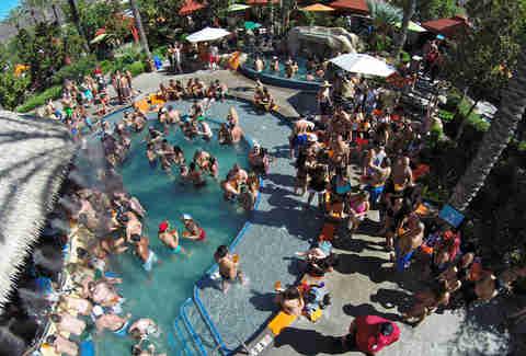 SwimUp Bars In The US  Harrahs The Hilton The Four