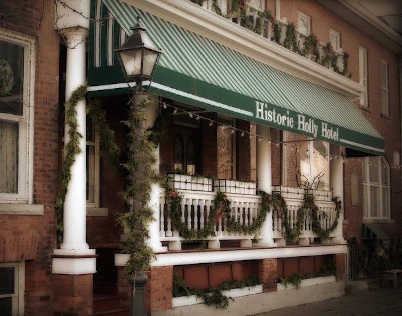 Historic Holly Hotel Restaurant Bar
