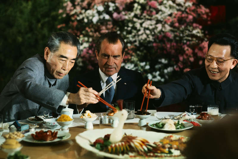 Good Table Manners & Dining Mistakes to Avoid When Eating in Asia - Thrillist