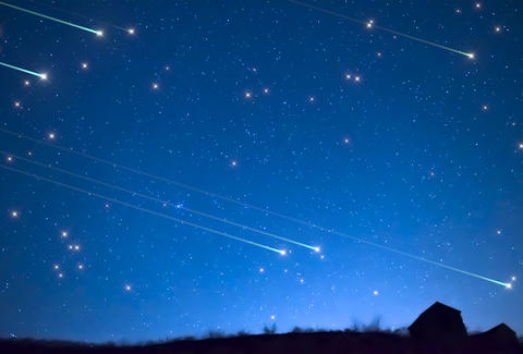 Lyrid Meteor Shower 2017 How to View Tonights Fireballs in the Sky  Thrillist