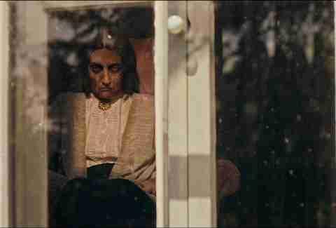 la bruja en la película de la ventana