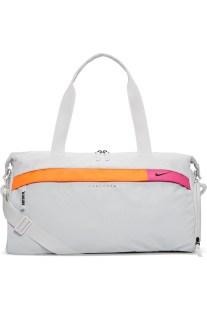 NIKE - Γυναικεία τσάντα γυμναστηρίου NIKE RADIATE CLUB - GFX SUNRISE λευκή